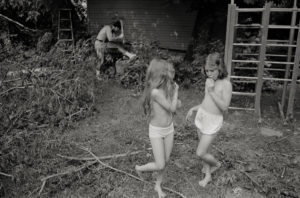 28_Anna-and-Laura-Jake-1978-Dick-Blau-flat