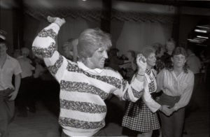 bl000119_Dancer-Twirling