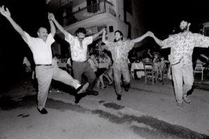 bl000516-Men-dancing