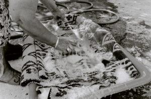 bl000581-Dimitra-Lionda-washing-a-rug