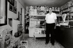 bl000587-Thanassis-Mandarlis-in-his-store