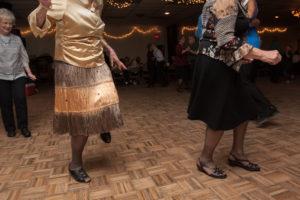 bl000755_dancers-kicking-up-heels
