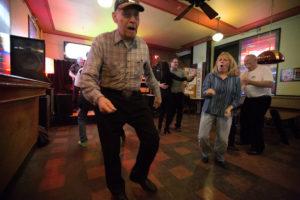 bl000781_old-man-dances