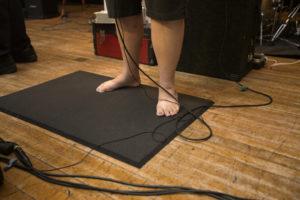 bl000786_barefoot-beckys-feet