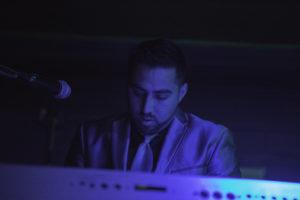 bl000799_blue-keyboard-player